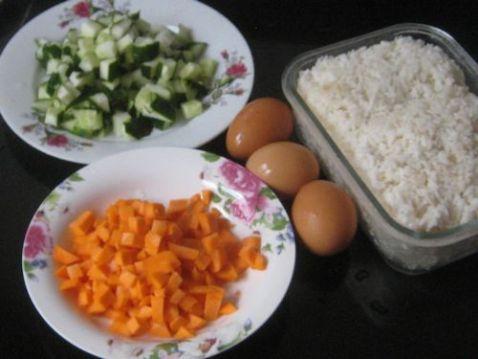 胡萝卜黄瓜蛋炒饭的做法大全