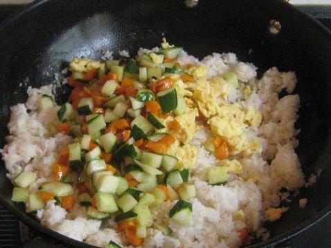 胡萝卜黄瓜蛋炒饭怎么做