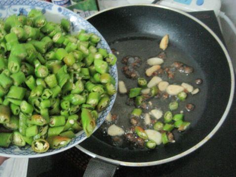豆豉辣椒炒油渣怎么吃