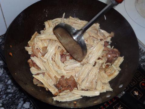 腐竹炒五花肉的简单做法