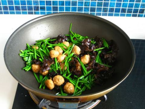 韭苔鸡蛋炒肉丸怎么炒