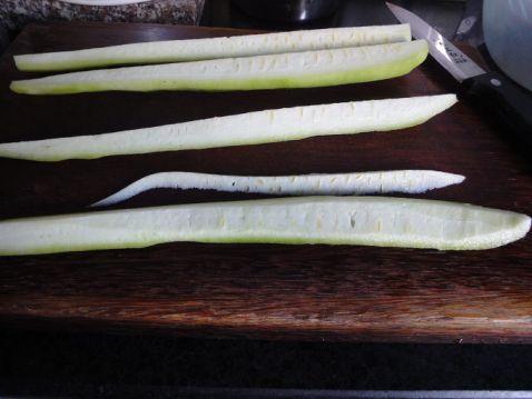 香菇肉饼炒丝瓜的做法图解