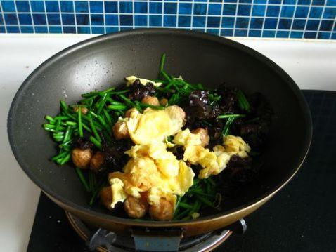 韭苔鸡蛋炒肉丸怎么煮