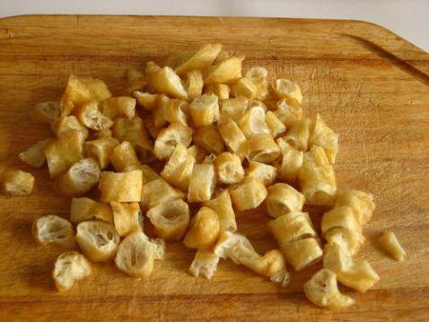 腊肠油条香米粥的家常做法