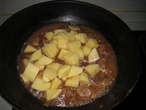 五香土豆焖鸡怎么做