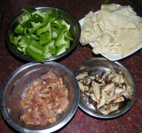 辣椒炒腐皮的家常做法