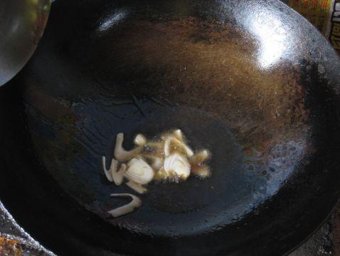 腊鱼炒香芹的简单做法