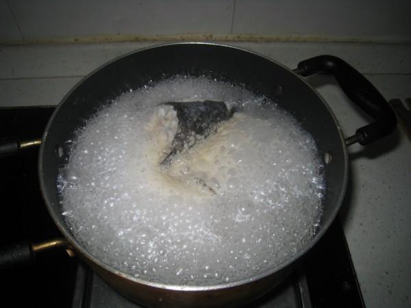 奶香石斑丝瓜汤的家常做法