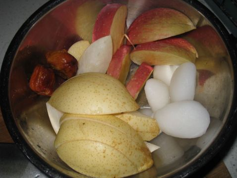 银耳海底椰瘦肉汤的家常做法