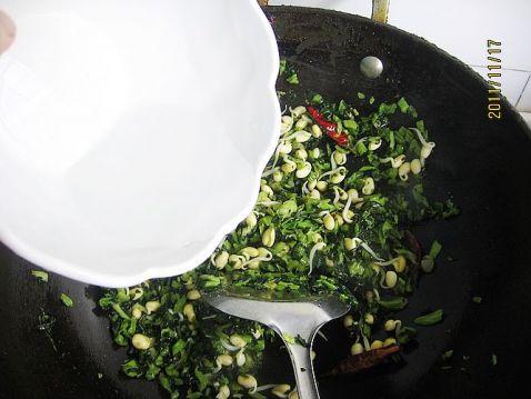 黄豆芽炒雪菜怎么炒