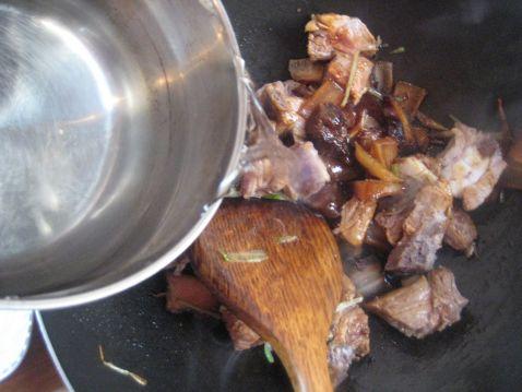 腊肉慈菇烧排骨怎样做
