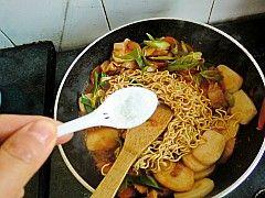 韩式泡菜拉面炒年糕怎样煮