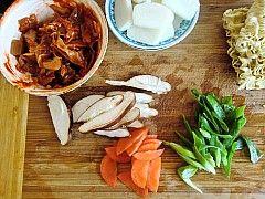 韩式泡菜拉面炒年糕的做法图解