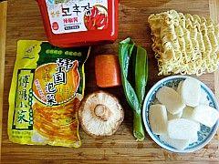 韩式泡菜拉面炒年糕的做法大全