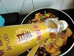 韩式泡菜拉面炒年糕怎样炖