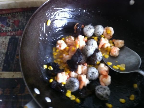 火龙果虾球怎么吃