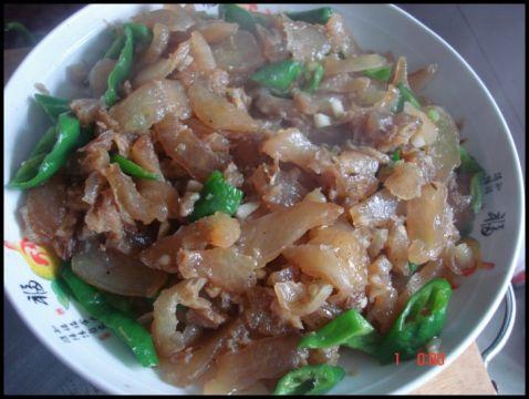 牛蹄筋炒尖椒的简单做法