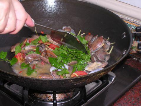 罗勒炒花蛤怎么做