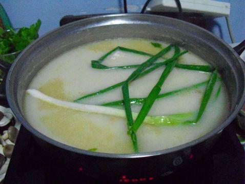 豆汁三鲜豆花火锅的家常做法