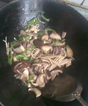 双菇肉丝炒面的做法大全