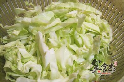 圆白菜炒粉丝的家常做法