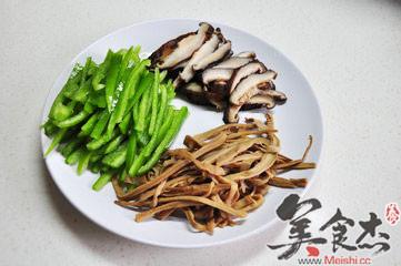 笋干香菇炒青椒的做法图解