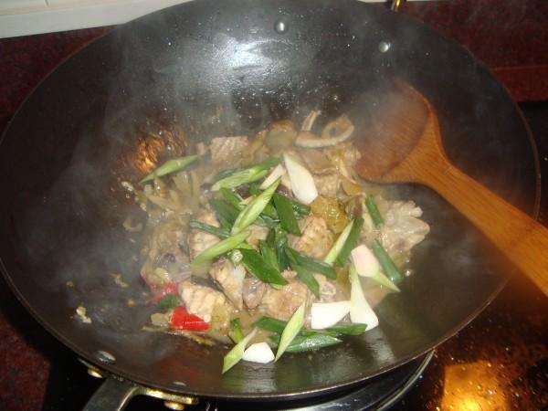 咸菜蚌鱼怎么做