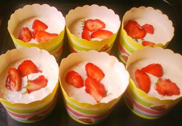 草莓奶油玛芬怎么吃