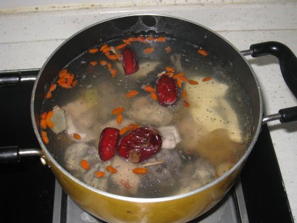 花胶边煲乌鸡怎么吃