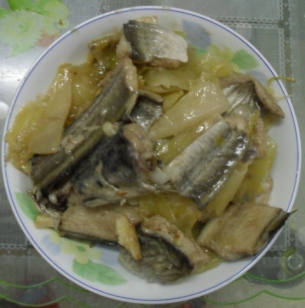 酸菜焖鳗鱼怎么吃