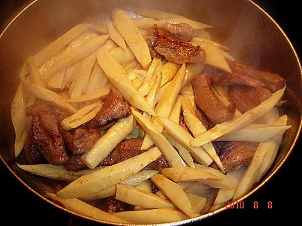 猪肉炒酸菜笋的家常做法