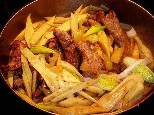 猪肉炒酸菜笋怎么吃