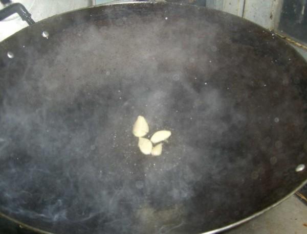 辣椒猪肉炒草菇的简单做法