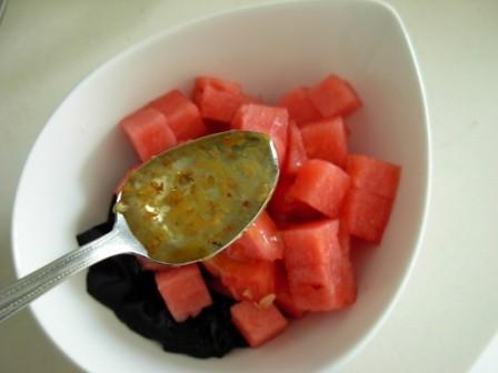 西瓜龟苓膏冰碗的家常做法