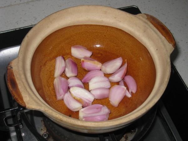 红葱头鸡煲的简单做法
