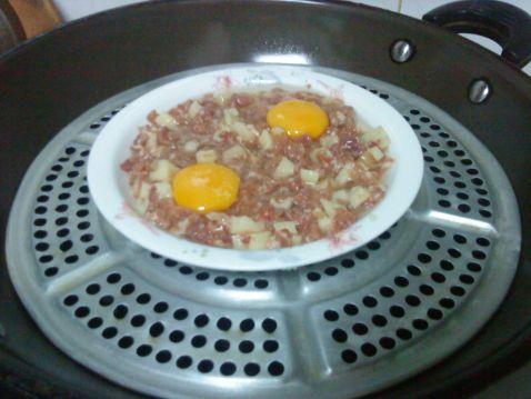 莲藕肉饼蒸蛋的简单做法