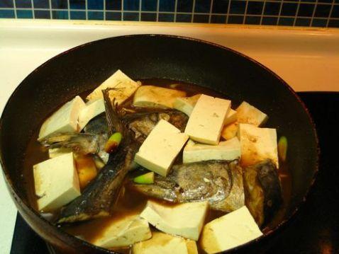 鲅鱼头焖豆腐怎么吃