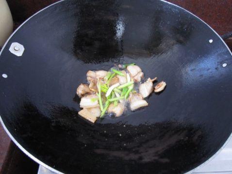 五花肉炒鲜菇的家常做法