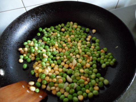 豌豆玉米番茄烩怎么做