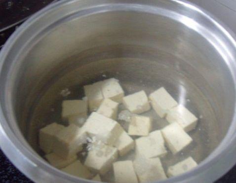 鲜美鱼煮豆腐的简单做法