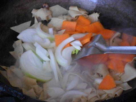 洋葱炒干豆腐胡萝卜怎么吃