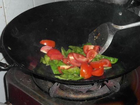 菜椒炒番茄的简单做法