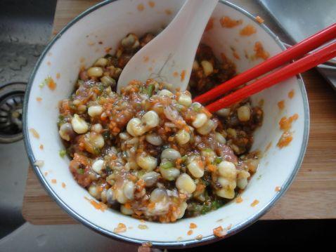 猪肉香菇玉米粒儿蒸饺怎么吃