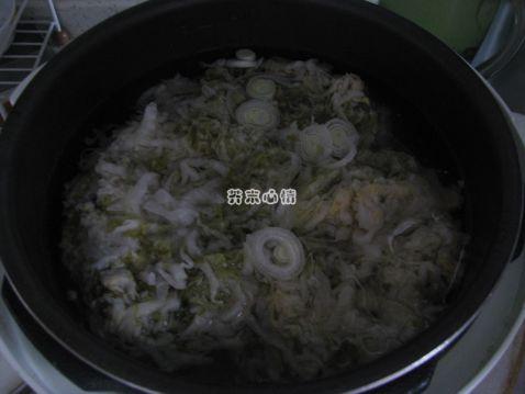 东北酸菜炖排骨怎么吃