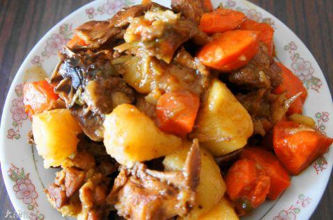 红烧鸡块炖土豆怎么做