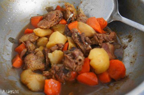 红烧鸡块炖土豆怎么吃