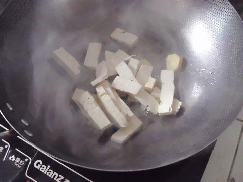 豆腐炒芹菜的家常做法