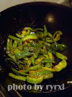 柴鱼蛋松椒的简单做法
