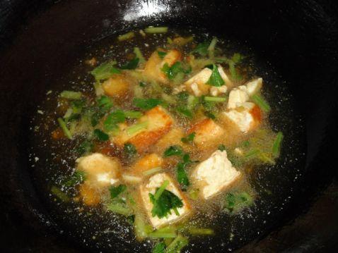 芹菜豆腐汤怎么吃