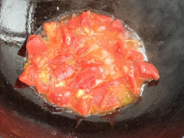 西红柿鸡蛋挂面汤的家常做法